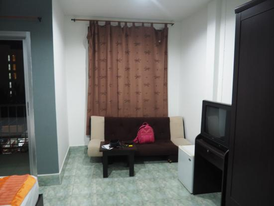 Artha Guesthouse : living room