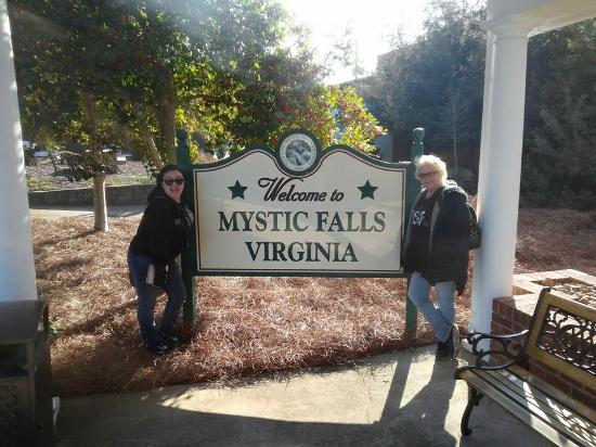 Covington, Georgien: Entering Mystic Falls