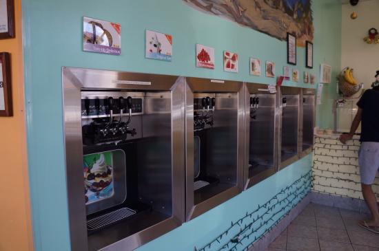 Tutti Frutti Frozen Yogurt: フレーバー選んでうにうに。