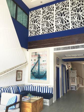 The Blue Pearl Kata Hotel: Chi lobby