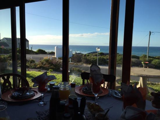 Ocean View Guest B&B: View for breakfast