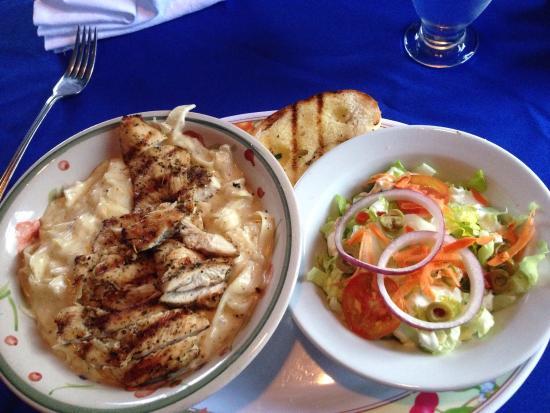 L'attitude Restaurant : Chicken fettuccine with salad