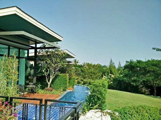 Sasima Moonlight Villa: ด้านหลังห้องพัก