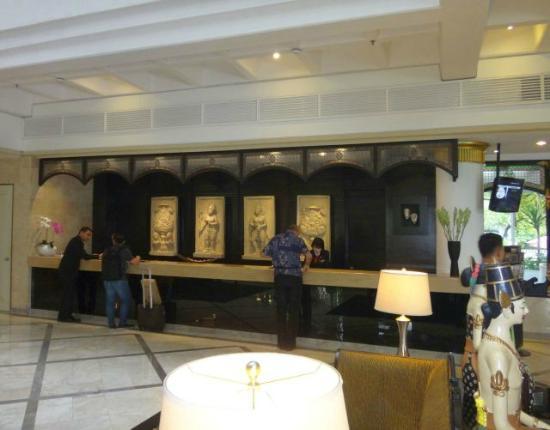 Hotel Santika Premiere Jogja: Reception