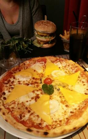 Pizza 5 fromages picture of le comptoir lounge magny le hongre tripadvisor - Le comptoir lounge magny le hongre ...