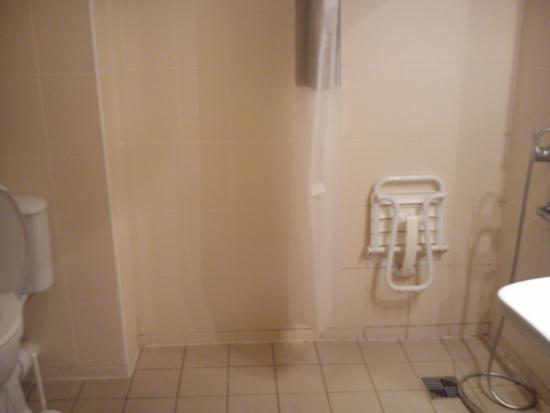 Residence Les Roches : salle d eau