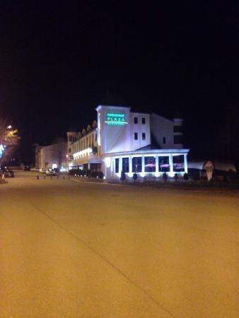 Don-Plaza Park Hotel Essentuki: Отель вечером