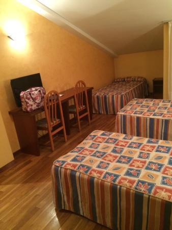 Hotel Ciudad de Burgos : Chambre enfant