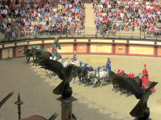 Le Puy du Fou : course de chards