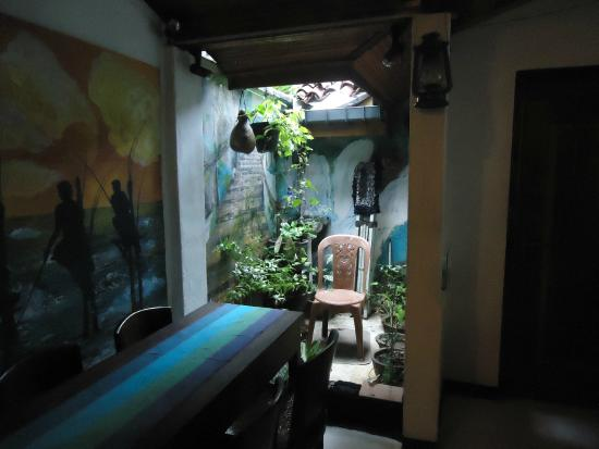 Mama's Galle Fort Roof Cafe: Washing area