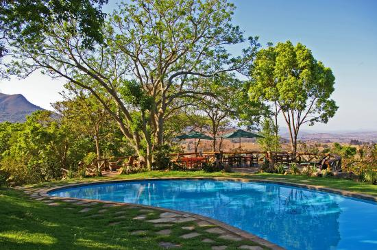 Phophonyane Falls Ecolodge and Nature Reserve: pool view 2