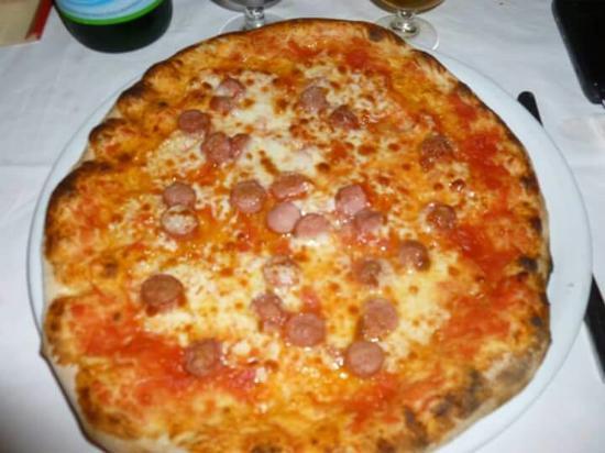 Da Gigino: Pizza margherita con wurtsel!!