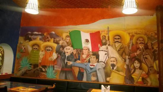 Los Cuates: Paredes pintadas con personajes mexicanos