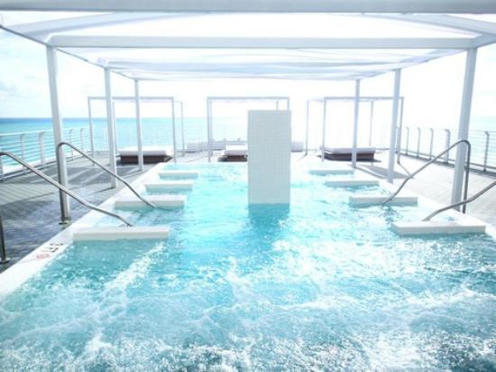 Como Metropolitan Miami Beach Roof Top Pool