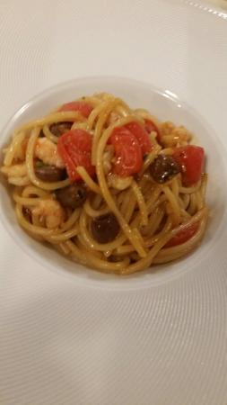 Trattoria La Bissa: Spaghettone toscano con scampi e olive taggiasche