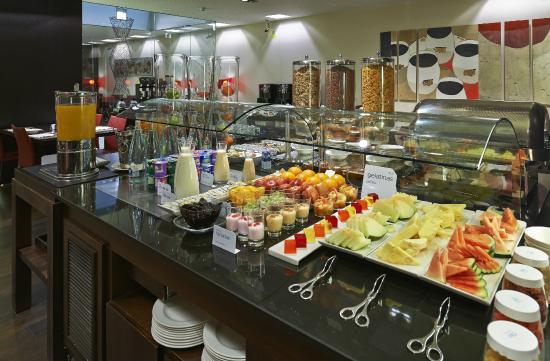 NH Sants Barcelona: Breakfast