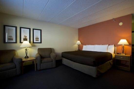 AmericInn Lodge & Suites Tofte - Lake Superior: King Jacuzzi Suite