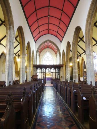 St. John the Baptist Church: nave principal