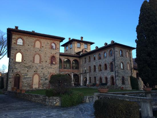 Hotel Castello Di Casiglio: Backside of the hotel