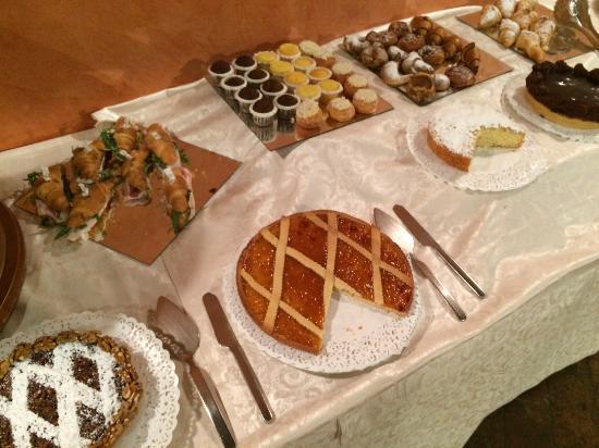 """Hotel Castello Di Casiglio: Breakfast """"Dolce"""""""