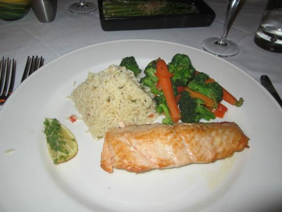 Chart House: Grilled salmon