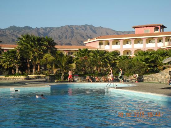 Santantao Art Resort : Poolbereich und Blick aufs Hotel