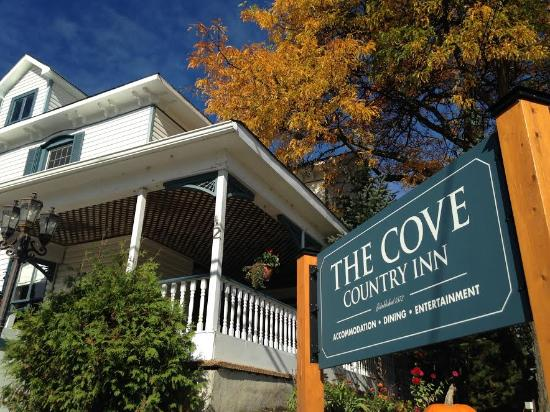 Cove Country Inn Resort & Spa: Cove Exterior and Entrance