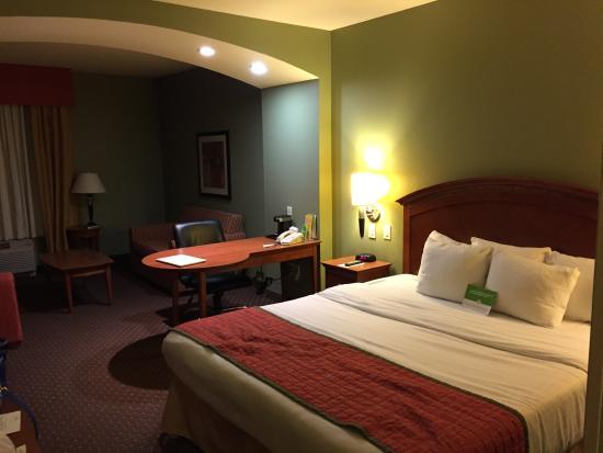 La Quinta Inn & Suites Olathe: Our awesome room