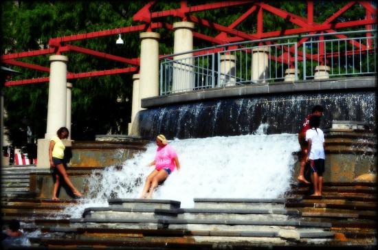 Kiener Plaza: Water fun 2014.  St. Louis,  MO.