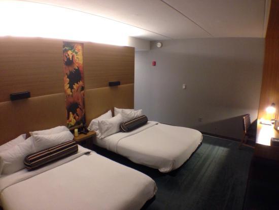 aloft Birmingham Soho Square: Double Queen room. Comfortable, spacious. Great room.