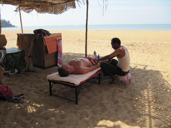 The LaLiT Golf & Spa Resort Goa : good massage on the beach