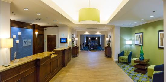 Holiday Inn Express Hotel & Suites Montgomery/Boyd Cooper Parkway: Hotel Lobby
