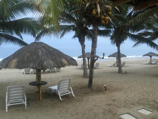 Punta Sal Suites & Bungalows Resort: Zona Playa en las afueras de los Bungalows