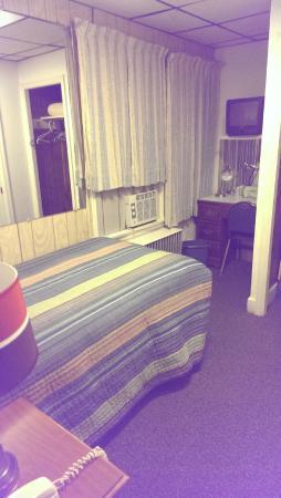 Hillside Inn: Room