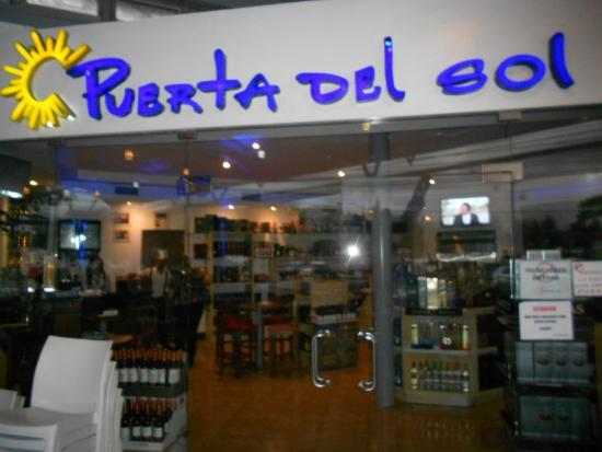 wine store picture of puerta del sol santiago de los