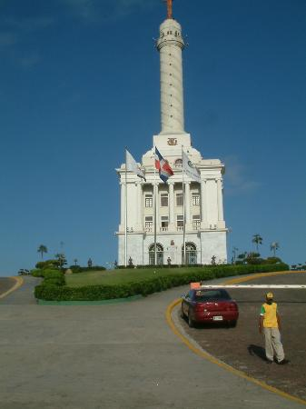 monumento a los h roes de la restauraci n picture of