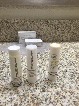 Residence Inn Parsippany: Fancy shampoo, conditioner, lotion, etc