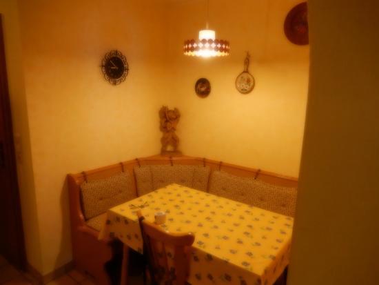 Gaestehaus Kerpf : Dining Table