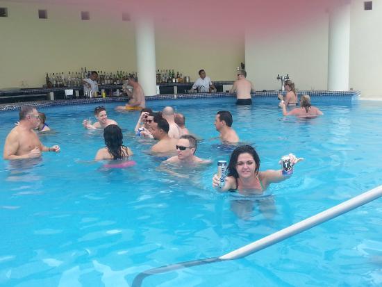 The swim up bar picture of live aqua beach resort cancun cancun tripadvisor for How many rooms at live aqua cancun