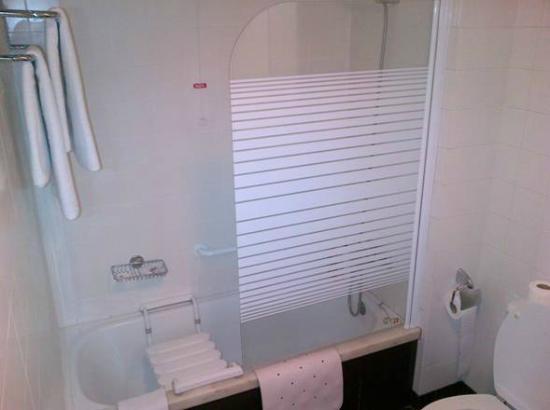 Apartamentos Turisticos Avenue Park: Bathroom