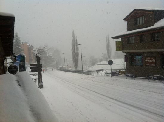 Hostel Micolau: Snowy view