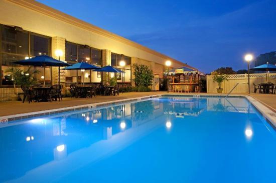 Radisson Hotel North Baltimore: Outdoor Pool