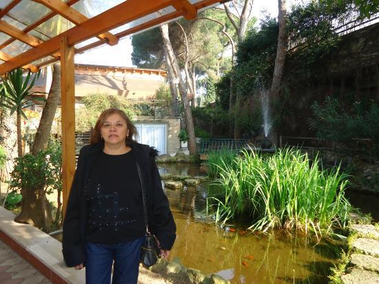 Hotel Shangri La Corsetti: Fuente en un patio interior