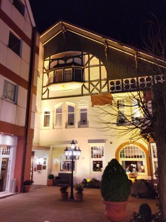 Hotel Cap Polonio: Abends von Aussen