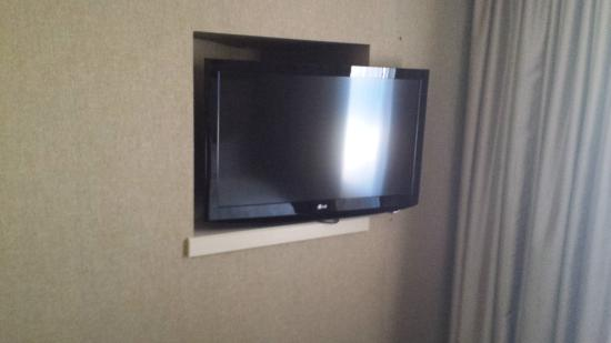 DoubleTree Suites by Hilton Hotel Dayton - Miamisburg: finally a hotel with a decent tv