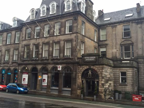 Lovely facade - Picture of Fountain Court Apartments Royal ...