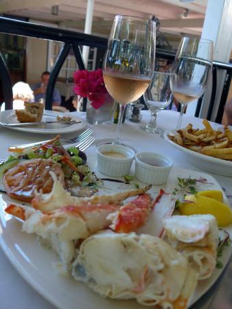 """Brandywine Estate Restaurant: Pinces de crabe """"prêts à manger"""" avec petite salade et sauces excellentes, en plat du jour, un r"""
