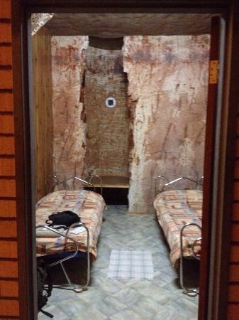Radeka Downunder Underground Motel & Backpacker Inn : Twin room