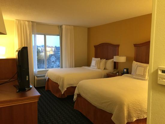 Fairfield Inn & Suites Greensboro Wendover : Beds