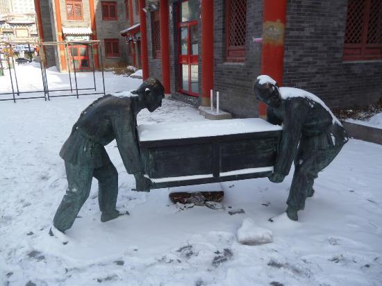 Hulunbuir Old Town : железные китайцы
